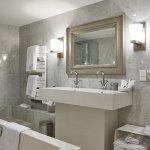 Manor Seaview Bathroom
