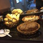 Café da Manhã ( Muito bom e diversificado)