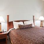 2 Bedroom Suite/King Bed