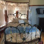 Lovely iron/brass bed in the Rhodes room