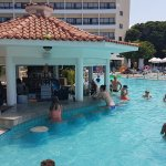 Pool Bar Hotel Avanti 04-08-17_large.jpg