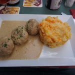 Boulettes de veau à la gantoise (Veal meatballs in white beer sauce)