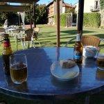 Un rico aperitivo en el jardín