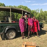 Mi mujer y Masais con Vehículo de Safari