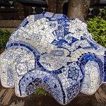 Hommage aan Gaudí in de tuin van het museum