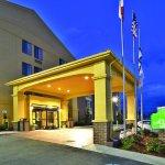 Photo of La Quinta Inn & Suites Summersville