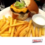 Hamburguer Artesanal da Casa com Batatas Fritas (House Craft Burguer with french fries)