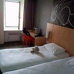 chambre vue mer, 2 lits simples. taille de la chambre plus grande que celles vue jardin