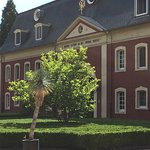 Lovely hotel and staff - great location to multiple towns (Maastricht and Aachen) - impeccable g