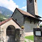 Kirchlein St. Prokulus in Naturns. Der Ort liegt an der historischen Via Claudia Augusta.