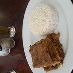 Pastelón de amarillo arroz y habichuelas