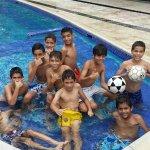 Nuestros niños disfrutando de la espectacular piscina