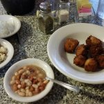 Beans, coleslaw, hushpuppies, onions served prior to the main course