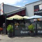 Restaurant LA MADELEINE.....  encore plus fleurie cette année !