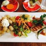 Kalbshüftmedaillons mit Rotweinsoße und Spanischen Runzel Kartoffeln