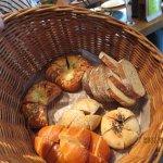 たくさんの種類のパンからチョイスできます