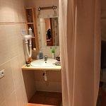 Spacieuse et très propre la salle d'eau