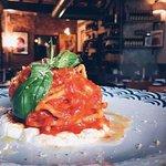 i mie spaghetti fatti in casa con pomodoro del piennolo, stracciatella di bufala e limone