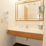 Photo de HomeTown Inn & Suites