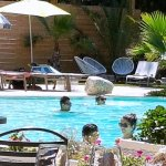 piscine bordant le restaurant
