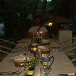 Oltre alla braciata in spiaggia...hanno organizzato cena a lume di candela...bellissimo!Grande C