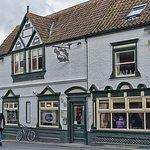 Edinburgh Inn, Wells (c) Tony Coleby