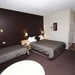 Photo de Comfort Inn Silver Birch