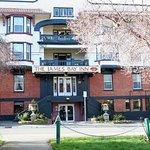 Photo of James Bay Inn Hotel, Suites & Cottage