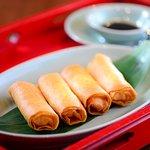 Crispy-fried shrimp spring rolls 鮮蝦香脆炸春卷