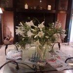 Hall de ingreso, siempre con bellísimos arreglos florales