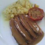 Magret de canard sauce au foie gras et pommes de terre sarladaise