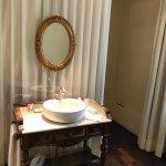 Henry James room bathroom