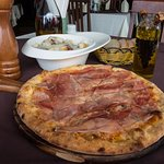 Gorgonzola Pizza with Ham