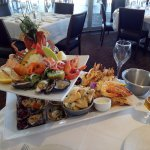 Hot and cold seafood platter for 2