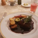 Beef tenderloin with red wine sauce with green pepper