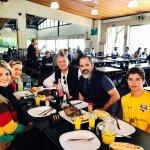 Almoço com amigos e familiares. Paulo e Patrícia, Felipe e Gabi. Minha esposa e Eu.