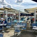 Les bleus du bar, de la mer et du ciel...