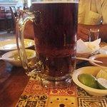 Vasos enormes de cerveza