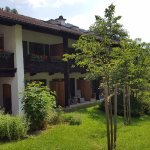 Gästehaus/Bauernhaus, Front zum Garten mit Bergblick. Am besten die Zimmer im Erdgeschoß!
