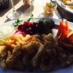 Calamari, delicious veggies and potato wedges!