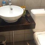 Une salle de bain minuscule