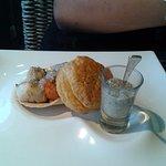 Noix de St Jacques dans sa coquille, Fondue de poireaux et sa crème de champignons.