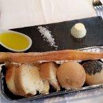 Pain, huile d'olive, beurre et sel