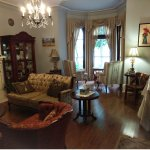 The lounge room offers great seating and a chance to get to know the hosts and guests.