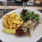 pavé de bouef sauce échalottes / frites (avec une salade)
