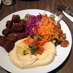 Hummus and 10 falafels