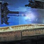 un authentique canot de bouleau peint_musée canadien de l'histoire