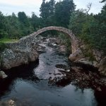 Antico ponte antistante all'hotel Carrbridge.