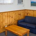 Village Cabin One Bedroom Spa Lounge