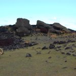 El ahu, la plataforma hecha de rocas redondas